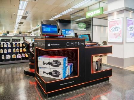 Lenovo PC Computer stand inside El Corte ingles IT department st