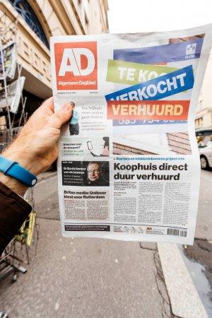 Algemeen Dagblad  newspaper with portrait of Stephen Hawking the