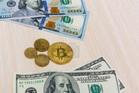 Photo pour Bitcoin coin dollars euros - image libre de droit