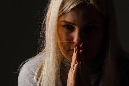 Photo pour Religious girl praying on color background - image libre de droit