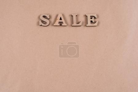 Photo pour Vente de gros mot abstrait lettres en bois, papier vintage d'arrière-plan - image libre de droit