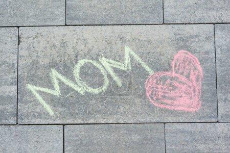 Photo pour Maman d'amour, enfants dessin au crayons de couleur, pour ma mère. - image libre de droit