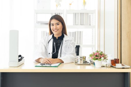 Photo pour Portrait confident female doctor medical professional sitting in examination room in hospital clinic. Positive face expression - image libre de droit