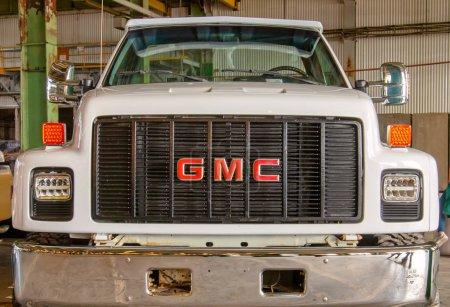 Photo pour American Huge Gmc Pickup sur Original Meet Show. Russie, Saint-Pétersbourg, 7 septembre 2019. Vue de face. Gros plan. - image libre de droit