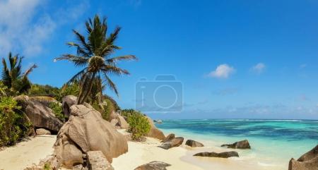 Photo pour Belle vue panoramique sur la plage des Seychelles, île de La Digue, Anse Source d'Argent. Paradis de vacances et de voyage - image libre de droit