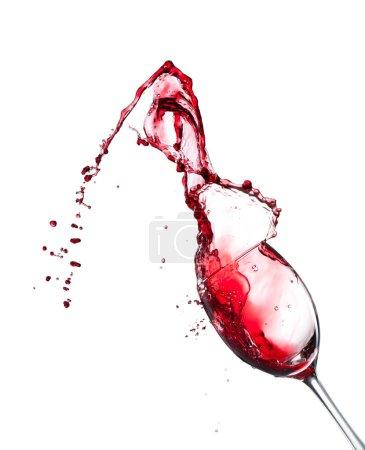 Photo pour Vin rouge éclaboussant de verre, isolé sur fond blanc. Image haute résolution - image libre de droit