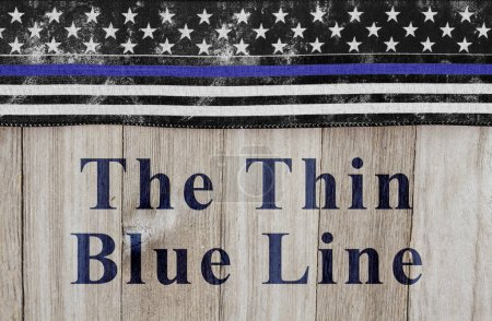 Photo pour Le message de la mince ligne bleue, du pavillon Usa mince ligne bleue sur un fond de bois patiné avec texte The Thin Blue Line - image libre de droit