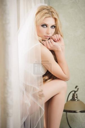 Close-up portrait of amazing bride in elegant whit...