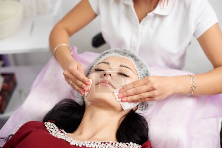 Drying facial wipes. Cosmetic procedures Mechanical cleaning of the face. Cosmetology.