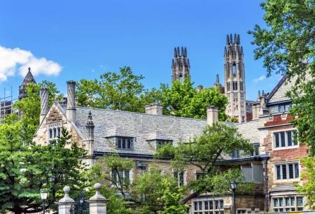 Photo pour Twin Towers Ornate Victorian Buildings Sterling Law School Building Summer Yale University New Haven Connecticut. Terminé en 1931 et l'une des meilleures facultés de droit des États-Unis - image libre de droit