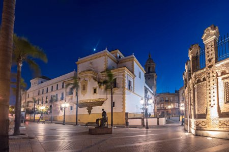 Photo pour Cadix, Espagne - vers 2019 : église Conventual de Santo Domingo de Cadix en Andalousie, Espagne - image libre de droit