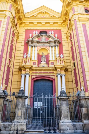 Photo pour Séville, Espagne - Vers octobre 2019 : l'Iglesia de San Ildefonso de la ville de Séville en Andalousie, Espagne - image libre de droit