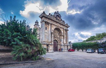 Photo pour Jerez De La Frontera, Espagne - Vers novembre 2019 : le Monastère de la Cartuja de Santa Maria de Jerez de la Frontera en Andalousie, Espagne - image libre de droit