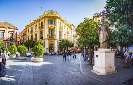 Photo pour Séville, Espagne - Vers octobre 2019 : la Plaza de los Reyes de Séville en Andalousie, Espagne - image libre de droit
