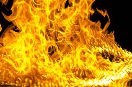 isolierte brennende flamme oder feuer auf