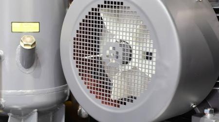 Photo pour À l'intérieur du compresseur d'air industriel ; composants - image libre de droit