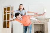 šťastná rodina doma
