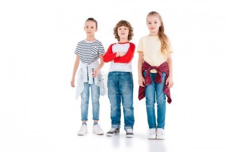 Photo pour Enfants mignons debout et regardant la caméra isolée sur blanc - image libre de droit