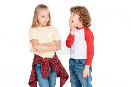 Photo pour Fille sérieuse et garçon surprenant avec expression choquée isolé sur blanc - image libre de droit
