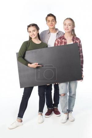 Photo pour Adolescents souriants avec bannière blanc isolé sur blanc - image libre de droit