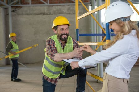 mature foreman talking with contractor