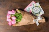 """Постер, картина, фотообои """"Букет из розовых тюльпанов и открытки"""""""
