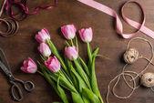 """Постер, картина, фотообои """"Розовые тюльпаны на столе"""""""