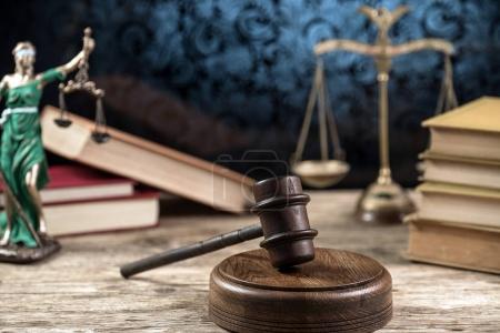 Photo pour Symboles de droit et de justice - image du concept de droit juridique - image libre de droit