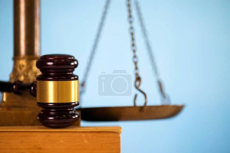 Photo pour Droit des affaires. Symboles de droit concept fond. Droit des affaires . - image libre de droit