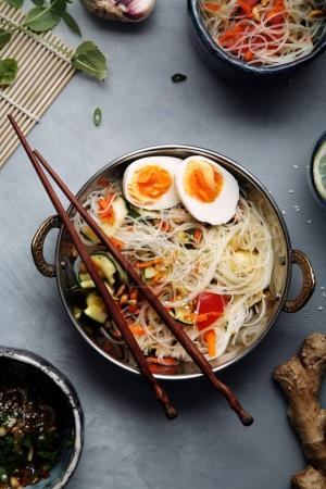 rice noodles with zucchini and egg