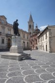 Sulmona (Abruzzi, Italy), historic buildings