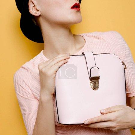 Lady Coco élégant chapeau rétro et sac d'accessoires. Amour vintage