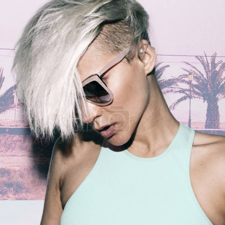 Sensual blonde short hair trend Summer style