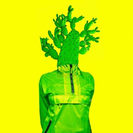 Photo pour Collage artistique minimal Homme cactus vert Design créatif - image libre de droit