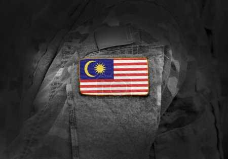Photo pour Drapeau de Malaisie en uniforme militaire. Armée, troupes, soldats. Collage . - image libre de droit