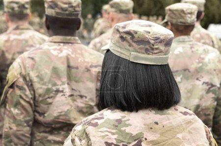 Photo pour Nous, soldats. Femme dans l'armée. Militaire d'Usa. Nous soldats femmes. - image libre de droit