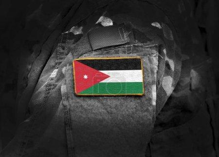 Photo pour Drapeau de la Jordanie sur uniforme militaire. Armée de terre, forces armées, soldats. Collage. - image libre de droit