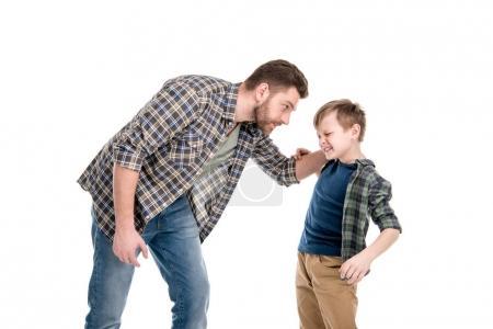 Photo pour Père en danger et à se quereller avec petit fils, notion de problèmes familiaux - image libre de droit