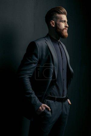 stylischer schöner Mann