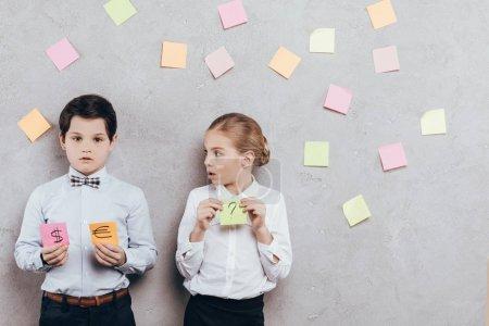 children holding sticky notes