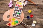 """Постер, картина, фотообои """"Краски и палитра на столе"""""""