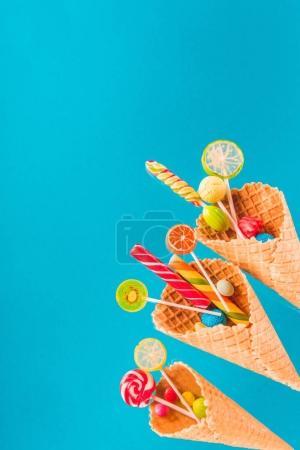 bonbons et cônes de gaufre
