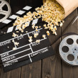 Постер, плакат: Popcorn and movie clapper board