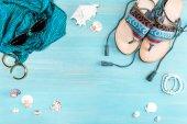 """Постер, картина, фотообои """"Летние пляжные принадлежности на столе"""""""