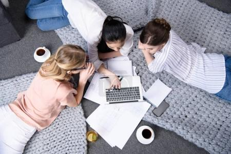 businesswomen using laptop together
