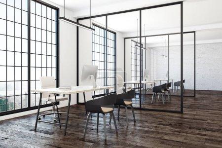 Photo pour Coworking intérieur bureau avec vue sur la ville et des équipements contemporains. rendu 3D - image libre de droit