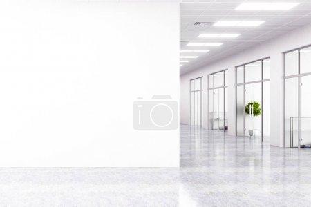 Foto de Interior de la oficina moderna con espacio de copia en la pared. Mock up, render 3d - Imagen libre de derechos