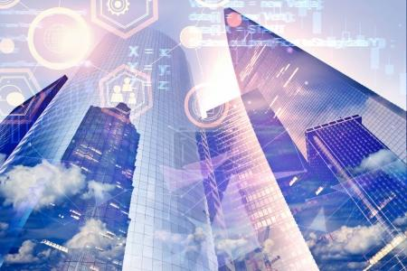 Photo pour Abstrait de ville avec le code html et l'interface. Avenir et concept de l'innovation urbaine. Double exposition - image libre de droit