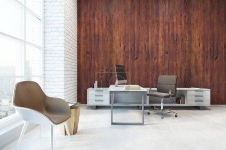 Photo pour Intérieur de bureau contemporain avec milieu de travail, ville d'espace mode et copiez sur mur en bois. Mock up, rendu 3d - image libre de droit