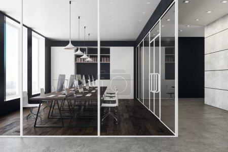 Photo pour Élégant intérieur de bureau de coworking avec vue sur la ville, lumière du jour, mobilier et équipement. Rendu 3D - image libre de droit